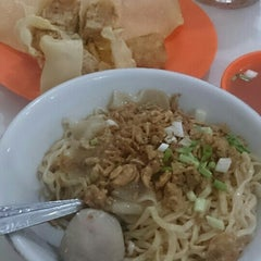 Photo taken at Mie Mapan by Khusnul P. on 8/13/2015