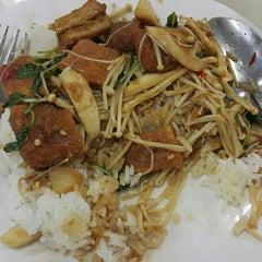 Photo taken at โรงอาหารอาคารมหิตลาธิเบศร (Mahit. Bldg. Canteen) by TATA I. on 10/12/2015