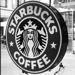 Das Foto wurde bei Starbucks von Daniel P. am 5/20/2013 aufgenommen