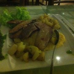 Photo taken at Varanda - Restaurante e Pizzaria by Guto L. on 1/15/2013