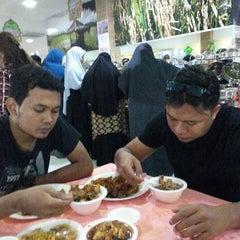 Photo taken at Restoran Tu Dia ... Pak Tam by Muhammad Syukri M. on 7/14/2015