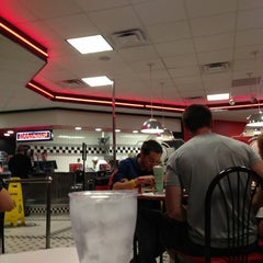 Photo taken at Steak 'n Shake by Gil M. on 7/28/2013