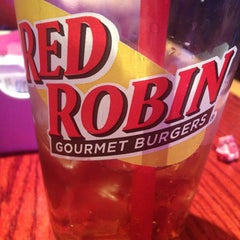 Photo taken at Red Robin Gourmet Burgers by Elyse H. on 3/23/2013