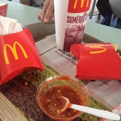 Photo taken at McDonald's by Enrique S. on 7/19/2013