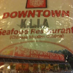 Photo taken at Downtown KLIA Seafood Restaurant (Chinese Seafoods Muslim Cuisine) by Luq'man on 3/30/2013