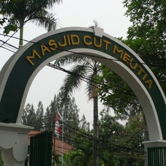 Photo taken at Masjid Cut Meutia by Adv. Danies on 10/2/2012