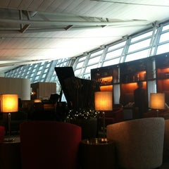 Photo taken at Asiana Airlines Business Lounge by Larkjun P. on 12/11/2012