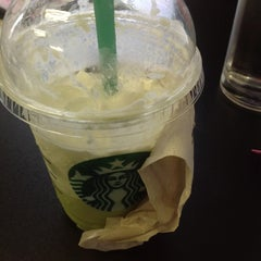 Photo taken at Starbucks (สตาร์บัคส์) by 유이 조. on 3/27/2013