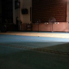 Photo taken at Masjid Saidina Abu Bakar As-Siddiq (مسجد سيدنا ابو بكر الصديق) by Izzam M. on 1/27/2013