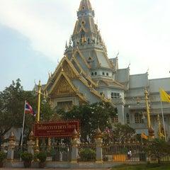 Photo taken at วัดโสธรวรารามวรวิหาร (Wat Sothon Wararam Worawihan) by Sweet Sea P. on 2/17/2013
