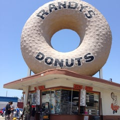 Photo taken at Randy's Donuts by Lillian W. on 5/18/2013