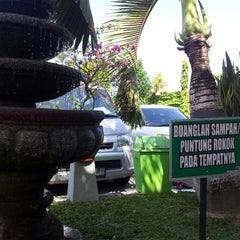 Photo taken at Masjid Agung Sudirman by Meonglana O. on 8/14/2014