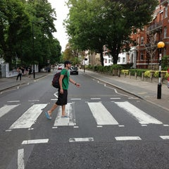 Photo taken at Abbey Road Studios by Franklin R. on 7/20/2013