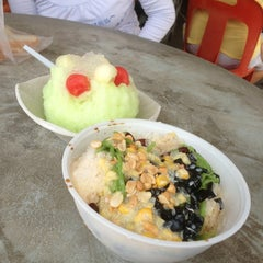 Photo taken at Bidor Ice Kacang by Chong W. on 3/31/2013
