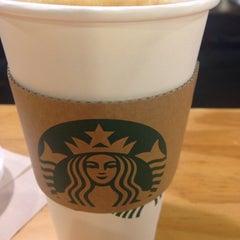 Photo taken at Starbucks by Jeong-eun K. on 1/22/2015