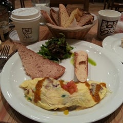 Photo taken at Le Pain Quotidien by Reza A. on 1/18/2013