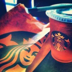 Photo taken at Starbucks by Elen J. on 7/26/2012