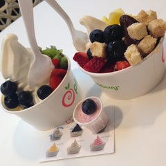 Photo taken at Pinkberry by Мими ❤. on 4/28/2013