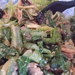 Foto tirada no(a) Mix Salads por Liliana C. em 2/10/2013