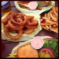 Photo taken at Sylvesters Burgers by Eva on 8/11/2014
