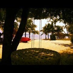 Photo taken at The Blue Sky Resort Koh Payam (เดอะบลูสกายรีสอร์ท เกาะพยาม) by Puttarapong K. on 10/13/2012