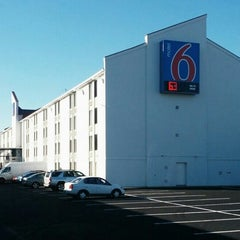 Photo taken at Motel 6 Washington DC SW-Springfield,VA by Joe W. on 10/15/2013