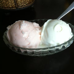Photo taken at ไอศกรีมสัมมา(Samma Ice Cream) by Piyathida J. on 3/25/2013