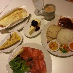 Photo taken at IKEA Restaurant & Café (อิเกีย ร้านอาหารและคาเฟ่) by Dounghtida C. on 1/26/2013