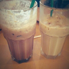 Photo taken at Starbucks by Tiaraadwi H. on 2/16/2013