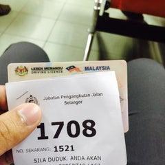 Photo taken at Jabatan Pengangkutan Jalan (JPJ) by Helmi A. on 8/17/2015