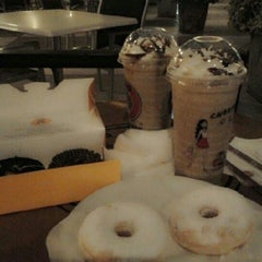 Photo taken at J.Co Donuts & Coffee by Niken S. on 2/5/2013