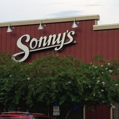 Photo taken at Sonny's BBQ by Cinda R. on 8/5/2013
