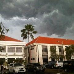 Photo taken at Dinas Pendidikan Kota Surabaya by Aan C. on 2/28/2013