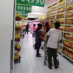 Photo taken at Giant Hypermart by Rizky O. on 10/25/2013