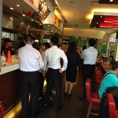 Photo taken at Fatburger by Dale K. on 7/3/2014