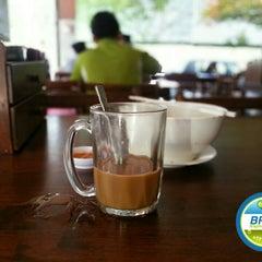 Photo taken at Restoran Apiwon by Bros™ on 4/3/2015