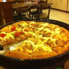 Photo taken at Pizza Hut by Flávio D. on 9/21/2013