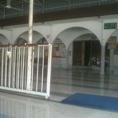 Photo taken at Masjid Al-Mujahideen by Pidie P. on 1/23/2013