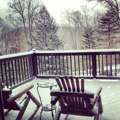 Photo taken at Gateway Lodge Country Inn Resort & Spa by Chelsey Z. on 2/6/2013
