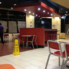 Photo taken at Taco Bell by Oscar B. on 2/19/2013