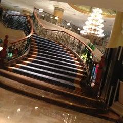 Photo taken at Makati Shangri-La by Mingkay L. on 3/16/2013