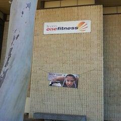 Photo taken at Flinders OneFitness by Hyeongjun C. on 2/5/2013