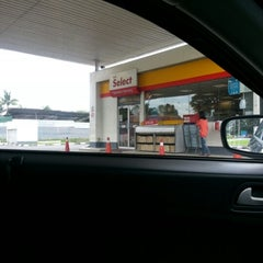Photo taken at Shell Jalan Sg Buloh, Subang Permai, Shah Alam by PeaceVaganza on 2/8/2013