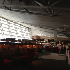 Photo taken at Asiana Airlines Business Lounge by HY K. on 6/7/2013