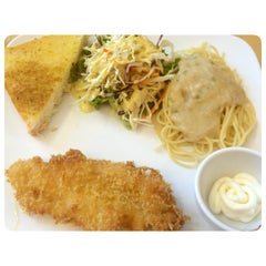 Photo taken at Jeffer Steak (เจฟเฟอร์) by IceZiI_ c. on 5/29/2014
