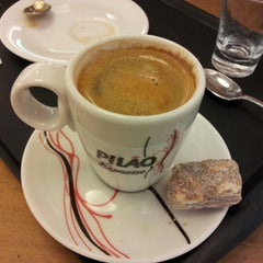 Photo taken at Viena Café by Ricardo d. on 12/11/2012
