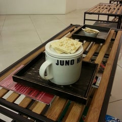 Photo taken at JUNO HAIR 준오헤어 by JH K. on 3/27/2013