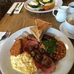 Photo taken at Cobbs Farm Shop and Restaurant by Steve L. on 5/7/2015