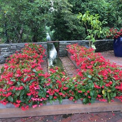 Photo taken at Heritage Museums & Gardens by Roman E. on 8/17/2014