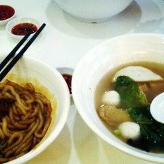 Photo taken at Ak Noodles House 阿坤西刀鱼丸 by Syaryna r. on 12/25/2014
